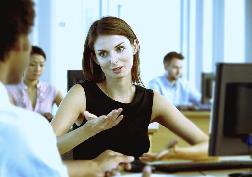 Работа в набережных челнах от прямых работодателей для девушек на работе девушка смотрит на меня и улыбается